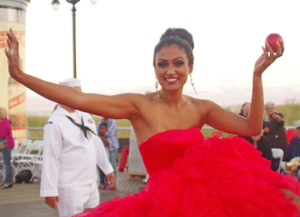 Miss New York Nina Davuluri Crowned Miss America 2014