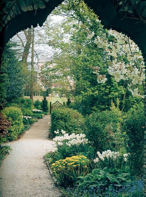 Beautiful: Gardens Recipes, Secret Gardens, Stones Arches, Dreams, Gardens Paths, Gardens Arches, English Gardens Ideas, French Gardens, Flowers