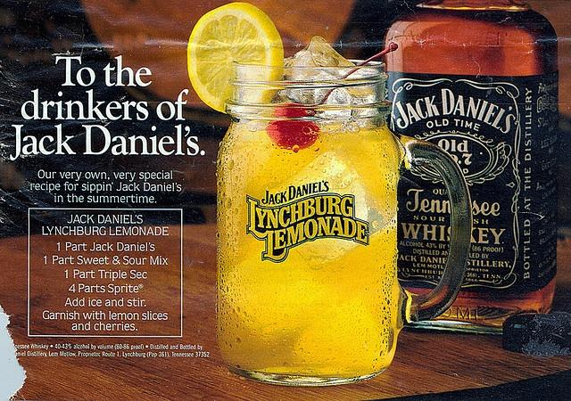 Jack Daniels Lynchburg lemonade recipe  1 part Jack Daniel's Old No. 7 1 part triple sec 1 part sour mix 4 parts lemon-lime soda INSTRUCTIONS  Combine and stir. Garnish with a lemon slice and cherry.