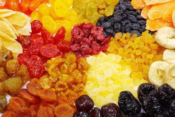 Para secar frutas o deshidratarlas, puedes emplear diversos métodos. Uno de ellos es por medio de un deshidratador solar, y que puedes fabricar de forma casera siguiendo esta guía.