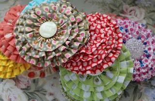 pretty layered yo-yos: Flower Pin, Fabric Flowers, Flower Tutorials, Fabrics Flower, Fabrics Scrap, Pretty Flower, Summer Flower, Sewing Tutorials, Sewing Serendipity