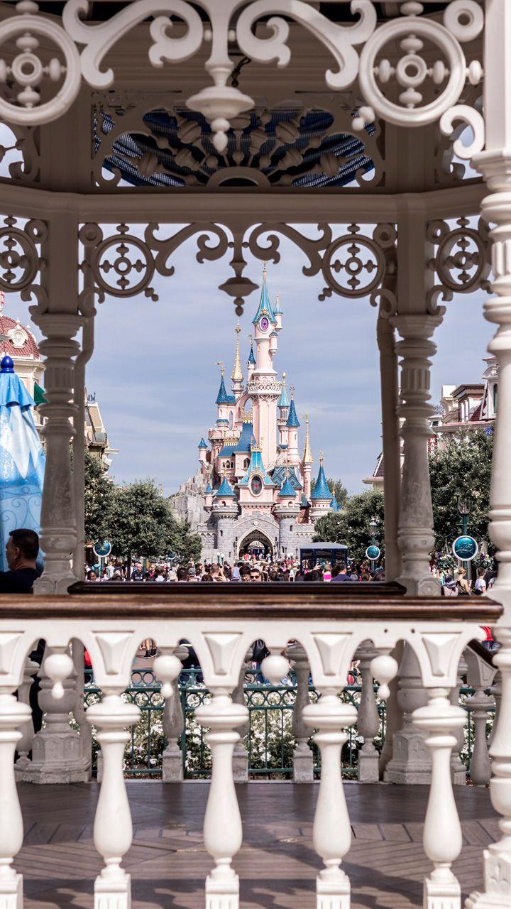 A magical day at Disneyland Paris dream castle, cinderella schloss, happiness