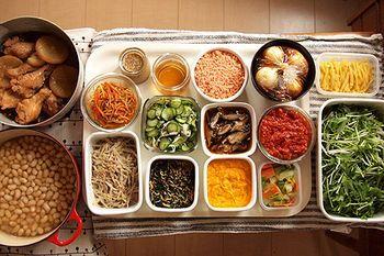 Make ahead meals for bento. For busy mamas. 常備菜を用意しておくと、朝ごはんも昼ご飯も夜ご飯も時短で作ることができます。 常備菜の器を並べると達成感が生まれるものです。