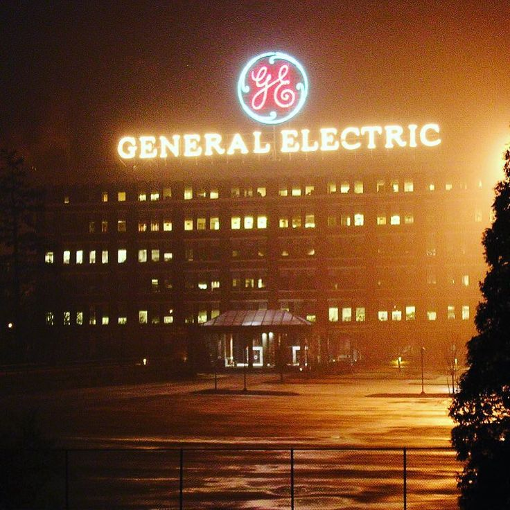 in new york its pretty badass GE has their lights in christmas spirit and you can see it pretty much from anywhere in schenectady. #ge #generalelectric #renewable #energy #renewableenergy #schnectady #newyork #wind #windturbine #christmas