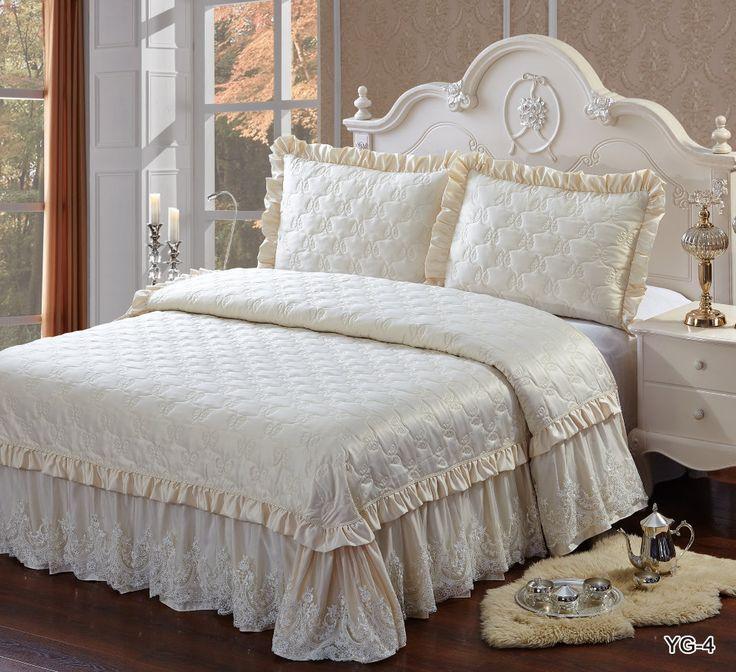 Стеганое покрывало на кровать, жаккардовое, шелковое, с кружевом, с рюшами, с оборками, с воланами, однотонное, кремовое, Kingsilk (Кингсилк), арт. yg-4 Красивое стеганое, жаккардовое покрывало, с декоративными наволочками, на  двуспальную кровать. Отделка:кружево, гипюр,  рюши, оборки, пайетки. Цвет: кремовое. Три размера: 220 * 240 см., 240 * 260 см. и 260 * 260 см. Выберите нужный Вам размер и положите его в Вашу корзину!