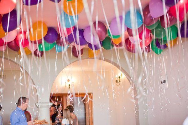 子供も大人も大好きな風船。カラフルなキャンディーカラーで、フワフワと動く様子はいくつになっても楽しい気持ちにさせてくれます。誕生日会や結婚式の会場に、風船を使って飾り付けしてみるのはいかがですか?ヘリウムを使わずに、会場全体をゴム風船でデコレーション!100均でも手に入るゴム風船で、オシャレでプチプラなバルーンパーティーを催しましょう♪ヘリウム不使用の飾り付けのアイデアをご紹介します!