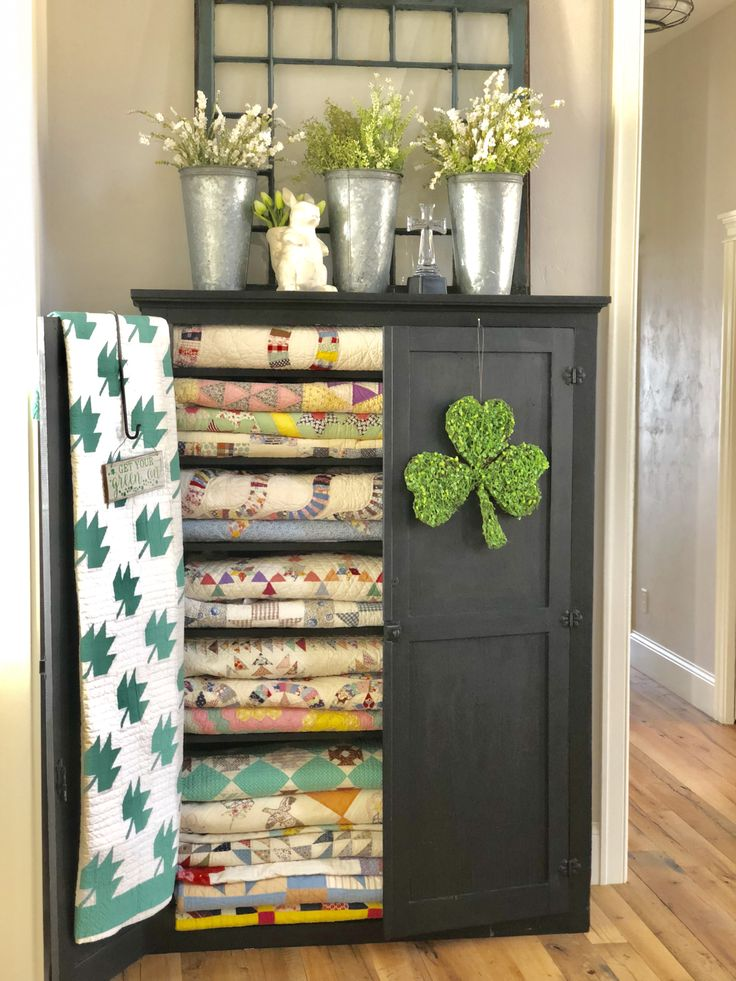 Spring decorating…featuring antique quilts and hand made decor… – Lisa Bongean's Weblog
