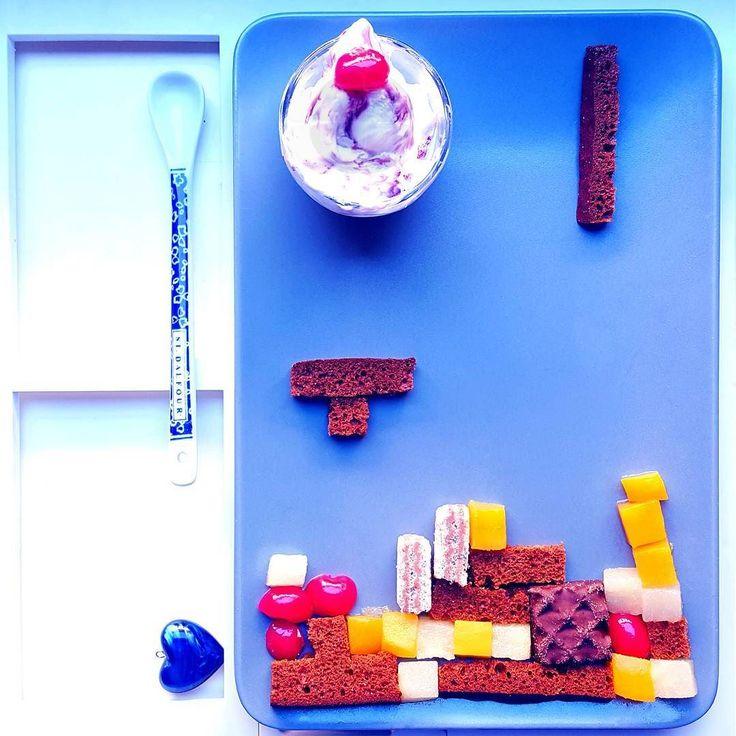 oh buongiorno igers #colazionetime!!!  e insomma ma a che gioco Mangiamo???  e chi l'ha detto che un cupolone russo  di #gelato amarena (parte la musichina ossessiva alla zuava.... chi se la ricorda??? perdo duecentomila neuroni solo a pensarci colonne sonore dell'infanzia crescere grulli si puòòòò) non è una roba da colazione??? d'estate il gelato è un jollypigliatutto per me voi lo avete mai fatto ecco fatelo insomma dai è una stramberia un po' meglio dello sgombro a colazione che per…