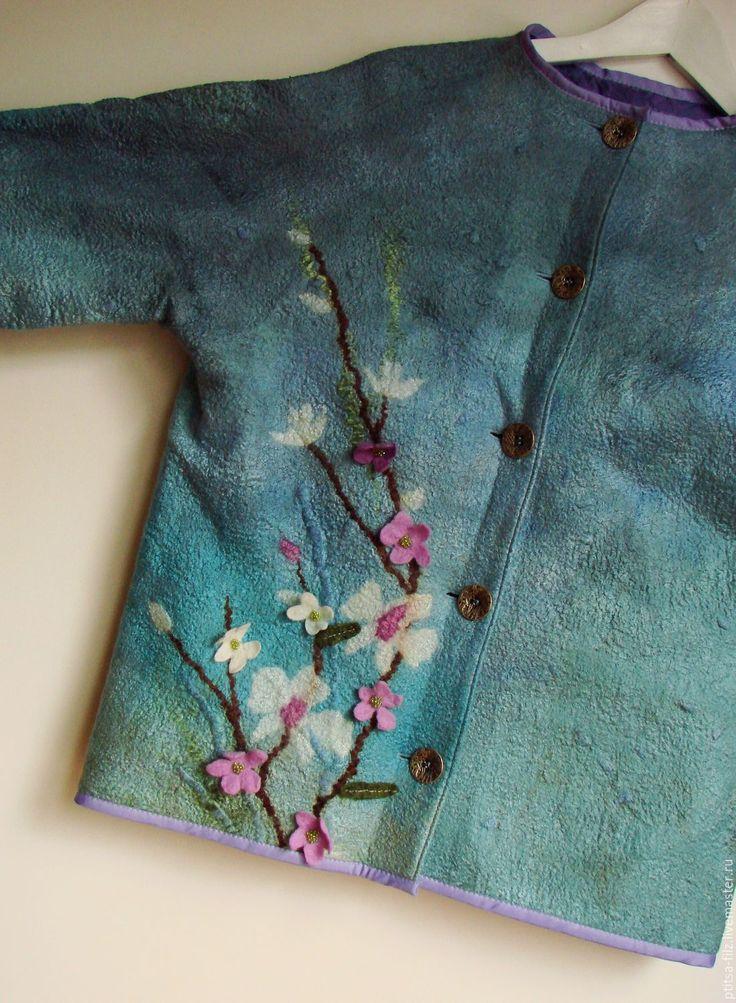 Купить или заказать Жакет 'Орхидеи' в интернет-магазине на Ярмарке Мастеров. Нежные веточки орхидеи, сакура...Мятный и бирюза...Рукав до локтя, изящный подклад, винтажные пуговки....свободный, но не слишном покрой... В этом жакете одинаково комфортно и в непринуженной обстановке и в офисе с брюками или юбкой!