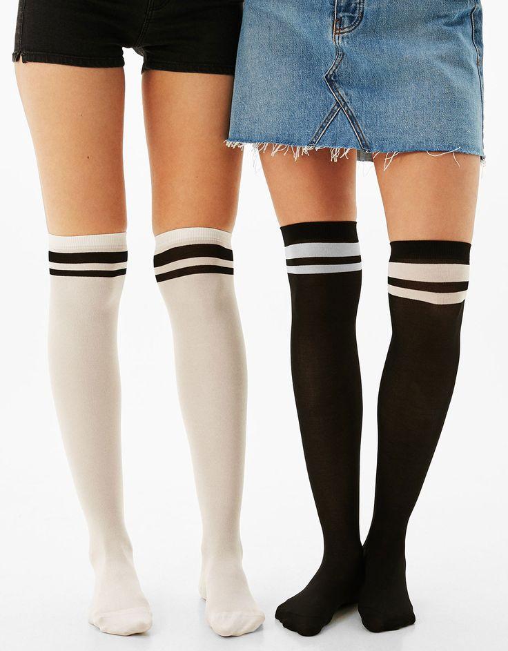 Conjunto 2 meias altas. Descubra esta e muitas outras roupas na Bershka com novos artigos cada semana