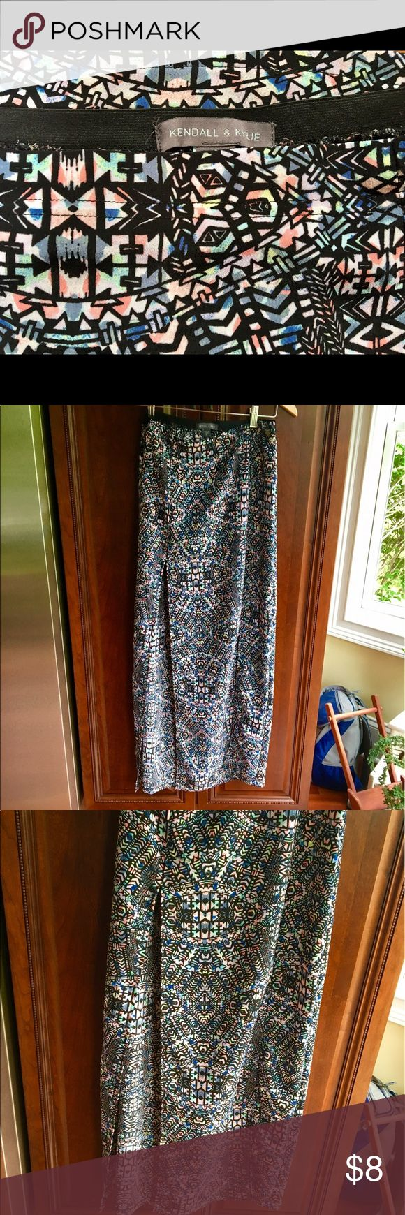 Kendall & Kylie Tribal Maxi Skirt Lightly worn! High waisted fit. Mid-thigh slits on either side make this skirt perfect for a date night. Kendall & Kylie Skirts Maxi