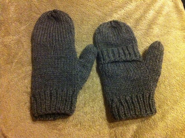 Ravelry: Convertible Mittens for Men pattern by Paris Arlette, free