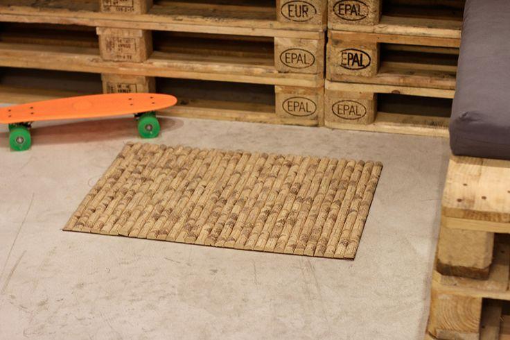 Ne jetez plus vos bouchons en liège ! Conservez-les plutôt pour fabriquer ce joli tapis.