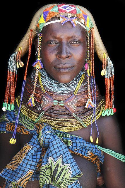 Thoningele , una buena madre Mumuhuila.  Angola , África.