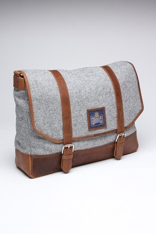 Looks like the elegant woman's version of a briefcase. I'd love to have this! Even though it is a messenger bag for men...
