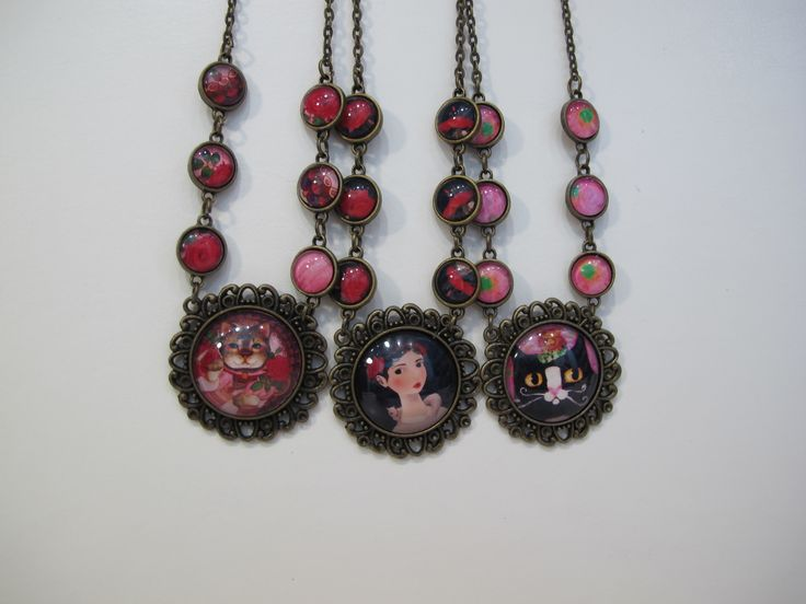 Round frame with small frame necklaces. So unique!