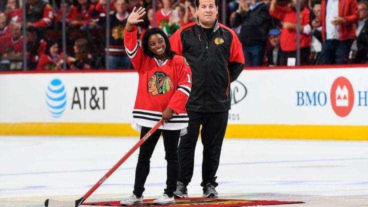 Simone Biles shoots puck at Chicago Blackhawks game (Video)