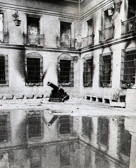 1973. Patio de Los Cañones, Palacio de La Moneda.