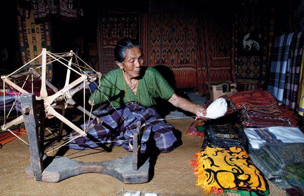 A weaver from Toraja