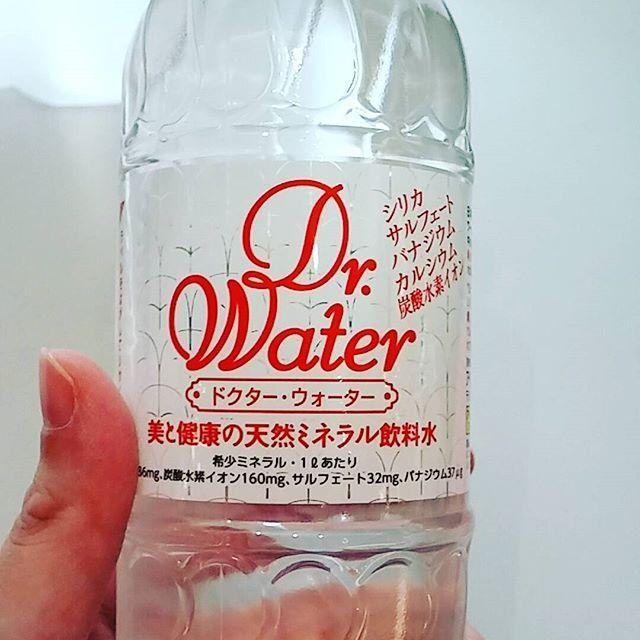 2016/11/17 14:42:05 mirei.miyazaki 今日は自分の診察の日♪  1ヶ月に4科受診しているうちの1つです(笑)  腸活に関係しているのかは分からないけど、 病院で素敵なお水を見つけました(*^▽^*) 飲みやすいです★☆ #ミネラルウォーター #ドクターウォーター  #病院  #医師  #先生  #腸活  #美腸  #デトックス  #美ボディー目指す  #健康  #美肌になりたい  #女子力アップ  #順天堂医院  #健康