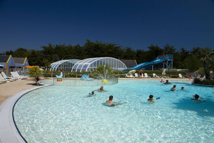 Piscine extérieure chauffée http://www.villagelaplage.com  #camping #YellohVillage #yellohlaplage #piscine #campingavecpiscine
