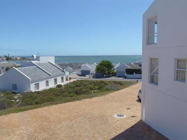 Sunsets Over The Ocean - Sunset Over The Ocean is set in the Shelley Point Golf Estate in St Helena's Bay. Guests are within walking distance of the beach.  This three-bedroom house has two bathrooms, a fully equipped kitchen, ... #weekendgetaways #shelleypoint #southafrica