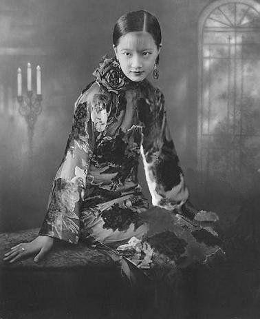 Zhou Xuan, also romanized as Chow Hsuan: popular Chinese singer & film actress. By 1940s, one of China's seven great singing stars. (Aug 1, 1920, Changzhou, China ~ Sept 22, 1957, Shanghai, China) Spouse: Yan Hua (m. 1938–1941) Movies: Street Angel, Sorrows of the Forbidden City, Night Inn (more) Children: Zhou Wen, Zhou Wei http://commons.wikimedia.org/wiki/File:Zhou_Xuan7.jpg