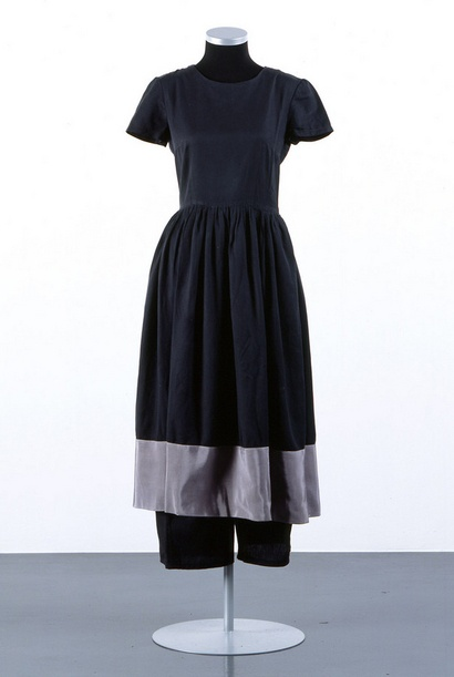 Andrea Zittel. Zittel began creating Six Month Uniforms in 1991 as a response to the social dictate to wear an entirely different change of clothes every day. By wearing a single uniform for six months, she no only eliminated the stress of choosing a daily outfit , but also generated an alternative to the mandate of  perpetual variety mandated consumer culture.