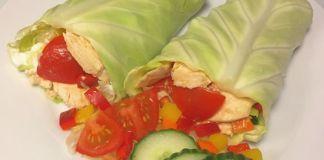 Sprøde spidskålswraps med smørstegt kylling, citruscreme & blandet salat