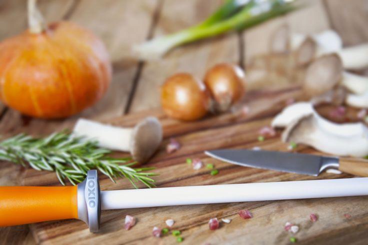 IOXIO Ceramic knife sharpener with F1000/Jis3000 grit, for quality knives | Keramik Wetzstab mit F1000/Jis3000 Körnung, für hochwertige Messer | Afilador de cuchillos con F1000/Jis3000 grano, para cuchillos de calidad | Aiguiseur avec F1000/Jis3000 grains, pour les couteaux de qualité