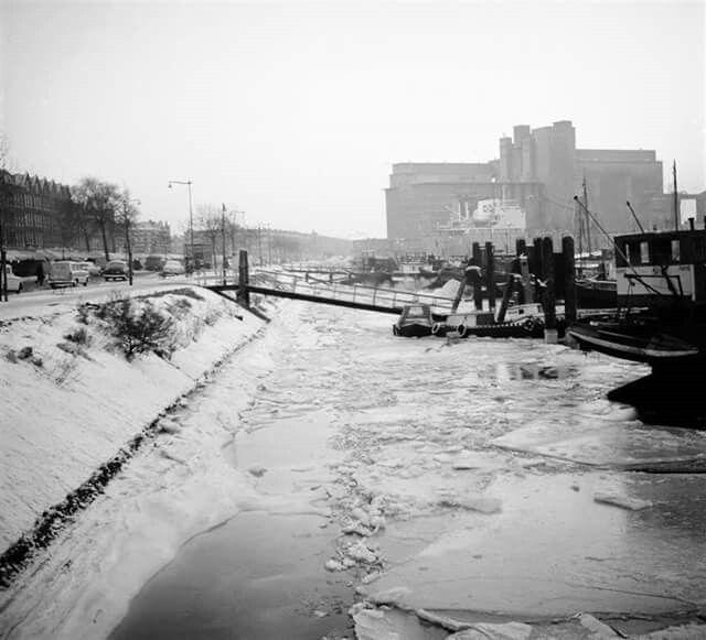 Maashaven de strenge winter van 1963 de Maas bijna dichtgevroren
