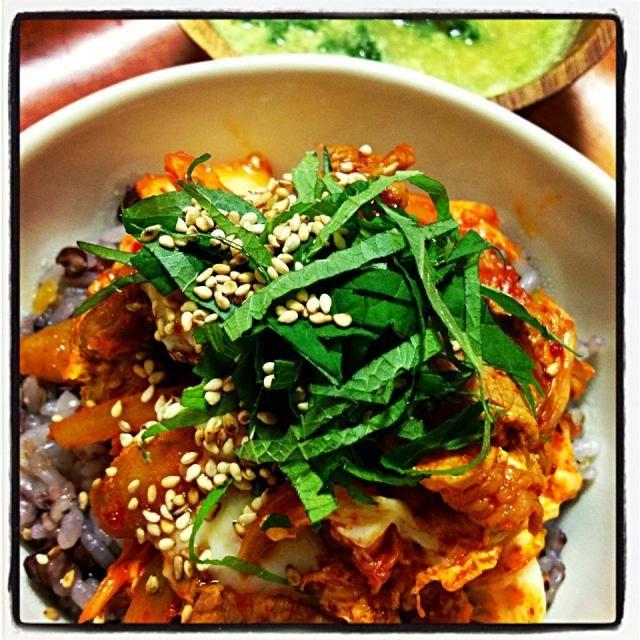 スープは、アボカドとコーンを豆乳味噌で! 丼なんて、久々f^_^;) - 37件のもぐもぐ - 豚キムチの卵とじ! by MALONERIKO