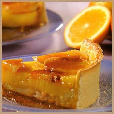 La receta que sigue es una tarta muy sabrosa. Además es muy fácil de hacer. Si quieres hacerla todavía más fácil, puedes espolvorearla con azúcar glas en lugar de hacer el glaseado, aunque la verda...