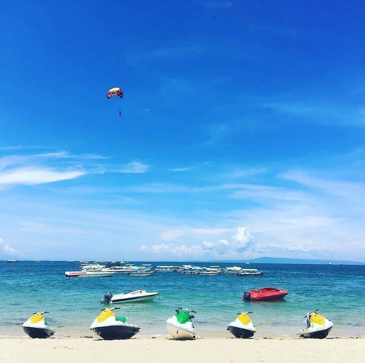 Daily scene at #TanjungBenoa shore. Blue sky - white sand beach - clear crystal water are our favorite!  Image by @ericwkng  www.benoaresort.com