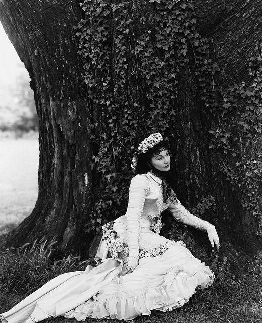 how pretty!Film, Vogue, Photos, Anna Karenina, Fashion, Cecil Beaton, Vivien Leigh, Portraits, Photography