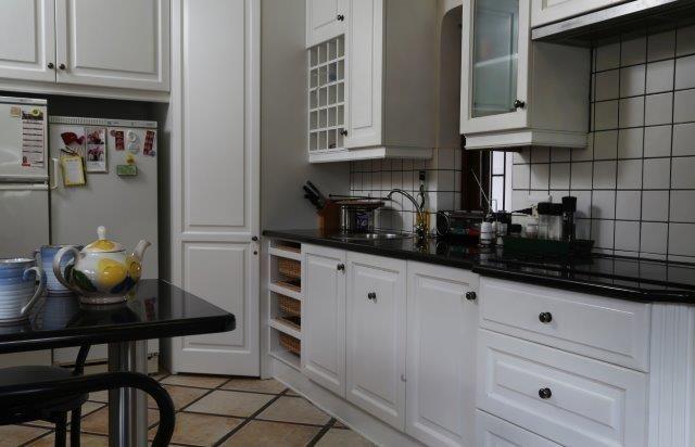 142 on 10th Street: Kitchen.  FIREFLYvillas, Hermanus, 7200 @fireflyvillas ,bookings@fireflyvillas.com,  #142on10thStreet #FIREFLYvillas #Hermanus