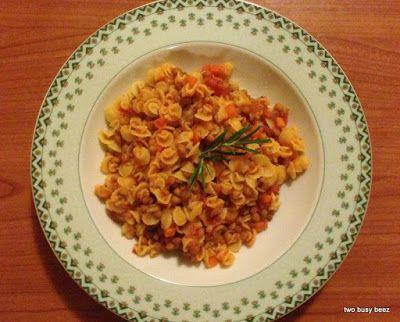 Two Busy Beez: Chioccioline con sugo di lenticche