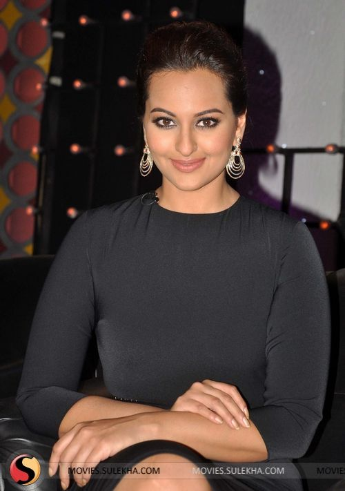 sonakshi-sinha-promotes-r-rajkumar-on-junior-master-chef-stills08.jpg (500×711)