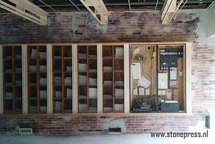 Wij zijn de makers van levensechte industriële bakstenen look muren. Bezoek onze website voor meer informatie!... Stonepress, kanonproducts, baksteen, bakstenen, industriële muren, industrieel wonen, betonlook, wonen, interieur, architect, horeca, interieur, basteenbehang, loft, woonkamer, slaapkamer, badkamer, keuken, inspiratie, verbouwen, verhuizen, baksteenlook, bakstenen, muurdecoratie, wall, briks, industrial, vtwonen, steenstrips, restaurant