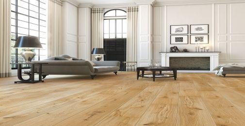 DĄB JOY - Szeroka, jednopasmowa deska dębowa pokryta matowym olejem naturalnym. Urozmaicony rysunek słojów ze średnimi sękami i naturalnymi przebarwieniami. Struktura drewna podkreślona szczotkowaniem. Dwustronne fazowanie optycznie wydłuża deskę i podkreśla jej naturalny wygląd.