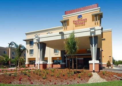 Comfort Suites provides the perfect space for your next small professional or personal gathering with space to accommodate up to 48 guests.