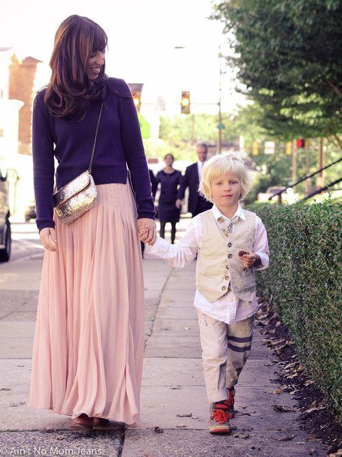 ピンクのロングプリーツスカートコーデ
