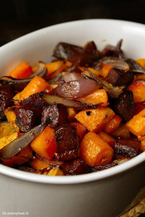 Roasted winter veggies. Looks like sweet potato or butternut squash, bets, carrots, and onions.  Lovemyfood.nl