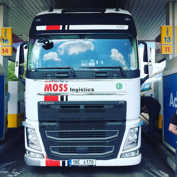 Napit a jedeme dal! 🚚🚚🚚#mosslogistics #moss  #mosstruck #volvo #volvotruck #volvofh #volvofh500 #swedenpower #truckerslifestyle #truck #trucker #mraky #clouds #smossempoevrope @honzagacik @dusangabor