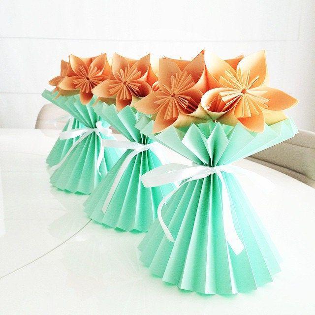 Vaso Plissado de Kusudama #origami #dobradura #papel #paper #paperart #paperfold #papiroflexia #brindes #verde #coral #festas #decoração #decor #momentosespeciais #batizado #casamento #chadebebe #chadecozinha #bodasdepapel #bodasdeflores #maternidade #vas | Flickr - Photo Sharing!