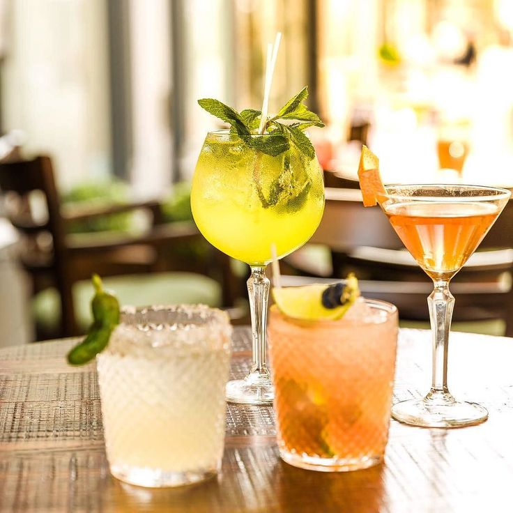 The sun's out new cocktails are out the bar menu's ready. Thursdays are the new Friday the weekend starts here! #kingstreet #kingst #alfresco #cocktails #parapicar #tapas#awardwinning #restaurant #manchester #manchesteruk #mcr #hungryfortapas #foodmcr #drinkmcr