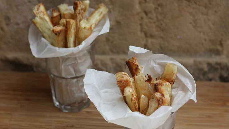 Die ⁕Maniok Pommes⁕ sind die besseren Pommes. Knusprig und würzig passen sie gut zu Fleisch und Fisch oder einfach zum Dippen. 100% Paleo - 100% natürlich.