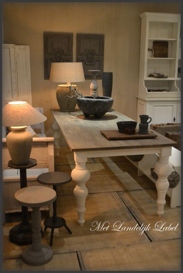 Eettafel op maat met een eiken bovenblad gezocht? Bij Met Landelijk Label kunt u prachtige, landelijke tafels met eiken bovenblad zelf samenstellen.