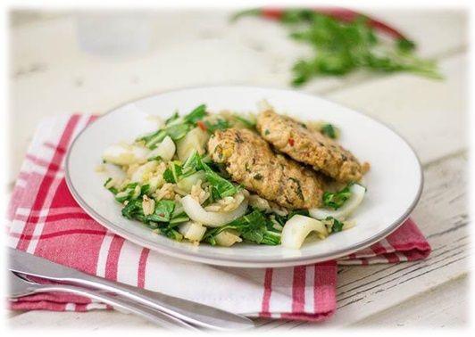 Oosterse kipburger:  (450 gram Kip-kalkoen gehakt, 1 limoen, 1/2 rode peper, verse koriander).   Snijd de rode peper fijn. Rasp de schil van de limoen en pers het sap uit. Hak de koriander fijn. Meng alles met wat olie (1 el limoensap per persoon) door het kipgehakt. Kneed hiervan balletjes. Verhit een grillpan en gril de kipburgers 4 minuten aan beide kanten.  Lekker als hamburger met een ciabatta broodje en dan tzaziki, avocado en bosui erbij (spek kan ook).