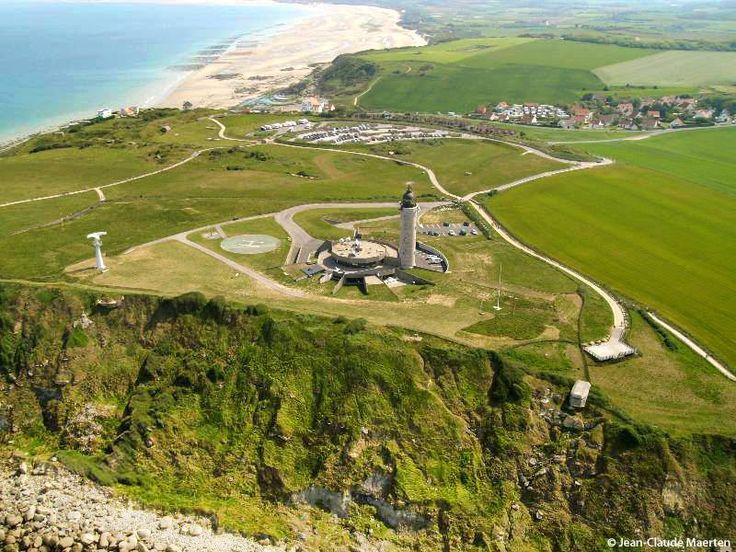 Le Cap Gris Nez, à Audinghen (Pas de Calais, Pays du Boulonnais) et son phare datant de 1952-55 et inscrit aux Monuments Historiques depuis 2010.